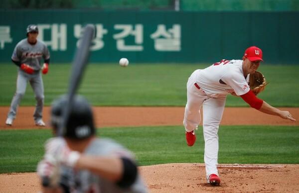 無観客で開幕した韓国プロ野球。その対策にNPBやMLBも注目しているという(写真はSKワイバーンズvs.ハンファ)