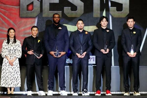 富樫勇樹(左から2番目)、田中大貴(右から2番目)、金丸晃輔(右)の3人は4年連続のベスト5選出に期待がかかる