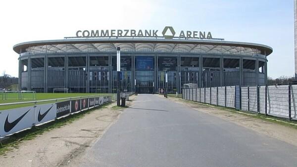 試合延期が決まった翌日、コメルツバンク・アレーナ周辺に人影はなかった