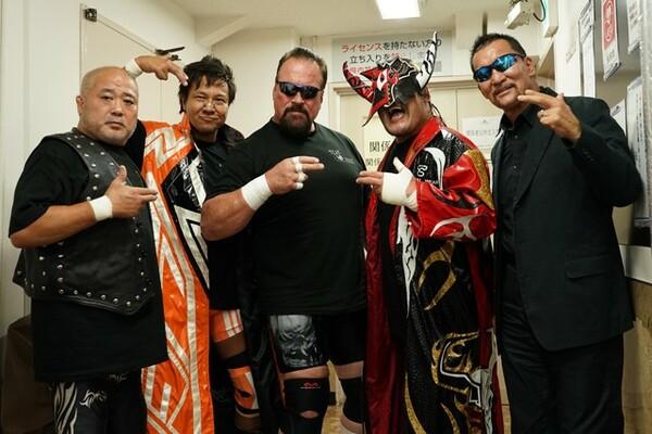 プロレス界に一大ブームを巻き起こしたヒールユニット「nWo JAPAN」。リーダーとしてユニットをけん引した蝶野はどのような思いでヒールへの道を進んだのか