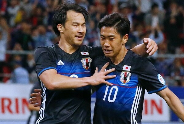 サラゴサには長く日本代表でもプレーをし、プライベートでも仲の良い香川真司(右)がいる。今季2度目の「シンジ」対決が見られるか