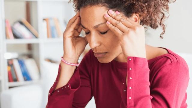 偏頭痛の人に吉報!最新の研究結果でヨガが頭痛の効果的な治療方法だと明らかに