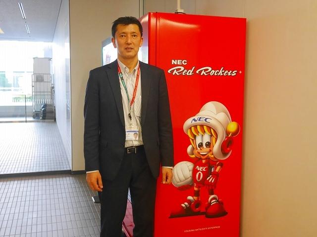 NEC事業場内に設置されている『Red Rockets共創自動販売機』は売上の一部が活動費に充てられる。