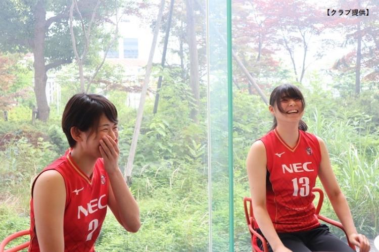 笑みを浮かべる古賀&山田選手