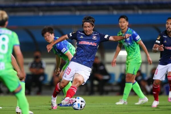 ベルギーから復帰した天野純は随所に好プレーを披露。湘南戦では復帰早々に2ゴールを挙げた