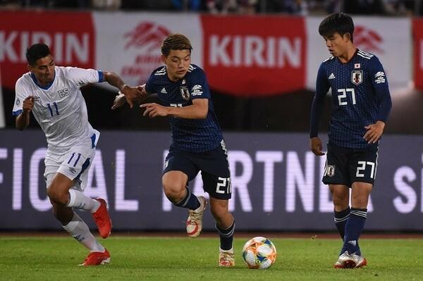 東京五輪代表で攻撃の中核を担う2人。ラ・リーガ参戦1年目でセンセーショナルな活躍を見せた久保に対して、強豪PSVに移籍後の堂安は浮き沈みの激しいシーズンを過ごした