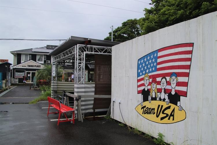 アメリカチームの似顔絵を描いたウェルカムボード。制作途中で五輪延期が決まった