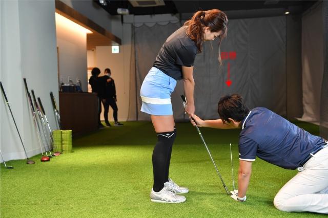 ナショナルチームのテクニカルコーチ・岩本砂織プロ直伝! ワンランク上を目指す女性ゴルファーの為のパッティング&アプローチ【11】ボールを狙ったところに打ち出しましょう!