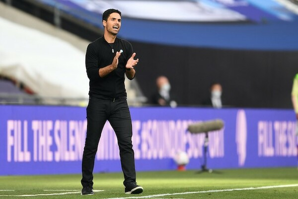 新たな監督としてチームの再建を託されたのが、クラブのOBで主将も務めていた経験もあるスペイン人のミケル・アルテタであった