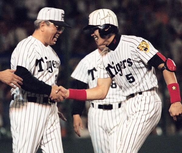 2月に亡くなった野村克也さん(写真左)について、新庄さんは「プロ野球界の父親のような存在」と回顧する