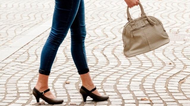 女性は歩けば歩くほど 幸せになるってホント?(歩く女性のアンケートからわかったこと)