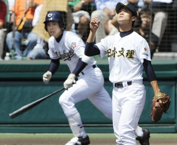2009年夏の甲子園決勝、日本文理のエース伊藤直輝(写真右)は、中京大中京のエース堂林翔太(同左)に先制2ランを浴びる