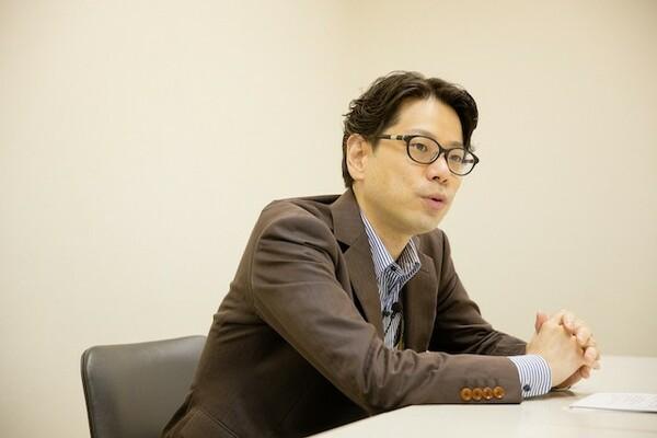 山田さんは東大卒業後、国土交通省でキャリア官僚として働き始め、その後記者として新聞社へと転職をした異色の経歴を持つ