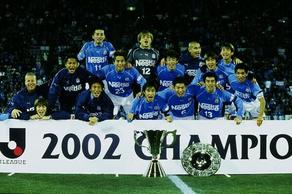 磐田は02年に1stステージ、2ndステージを制して史上初の完全優勝。若手の西も主力として豪華メンバーに名を連ねた