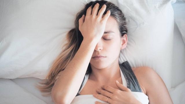 睡眠不足が引き起こす意外なデメリット|ダイエットと睡眠の関係とは?