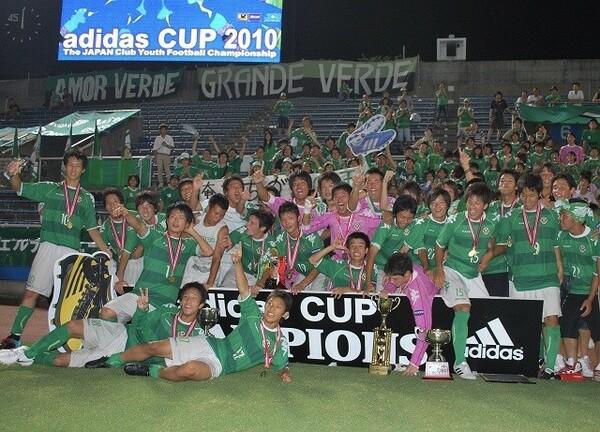 高校3年生の時に東京ヴェルディユースの一員としてクラブユース選手権を制覇、自身は決勝で2得点を挙げMVPを獲得した