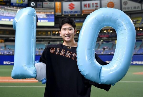 開幕10連勝をマークする巨人・菅野。今季から改造した新フォームも板についてきた