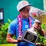 スラム街から世界王者へ、2015年サーフィン世界チャンピオンが引退表明