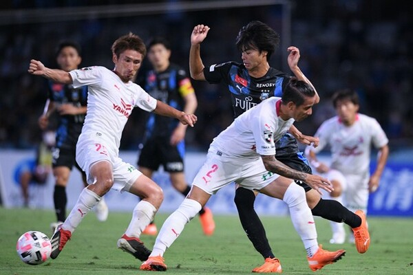 今季の川崎は圧倒的な強さで首位を快走。C大阪はその背中を追いかける。第11節は5-2で川崎が大勝