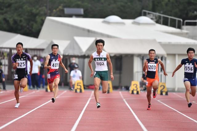 高校2年生ながら日本陸上競技選手権の切符を勝ち取った柳田大輝(中央)。大会にかける思いとは