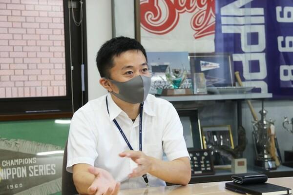 チケット部長の野田さんは、飲食部長と兼任。8月掲載回に続いての登場だ