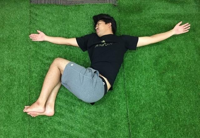 ぐっすり眠るために!スポーツトレーナーが実践「首・肩のストレッチ〜痛みがある時編〜」