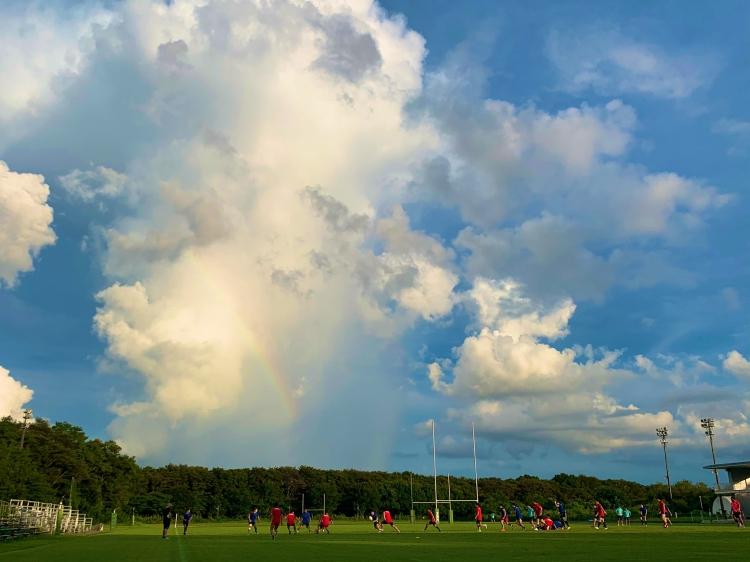 練習中の我孫子グラウンドにかかった虹。たくさんの笑顔を届けるNECグリーンロケッツの更なる躍進を願った。