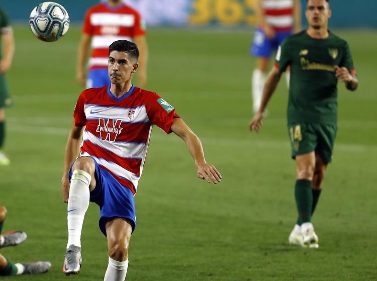 昨季はグラナダでプレーしたセビージャのカルロス・フェルナンデス