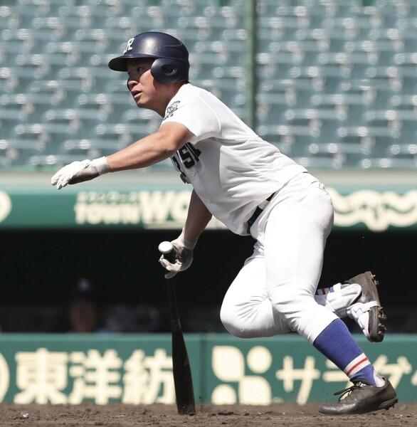 西尾氏が注目する履正社のスラッガー・小深田。全国制覇した昨夏は、井上広大(阪神)と3、4番コンビを組んだ