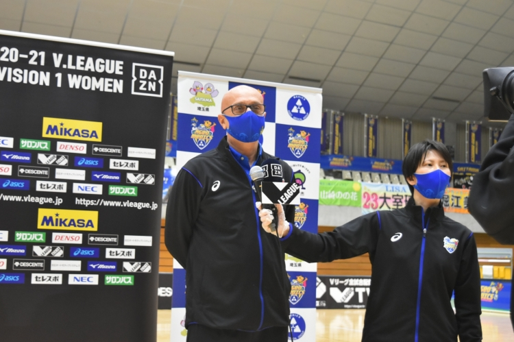 指揮後、初勝利を挙げたアントニオ・マルコス・レルバッギ監督
