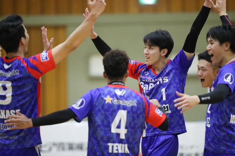 東京Vに勝利しホーム2連勝をあげた長野GR(11月22日 第3セット)