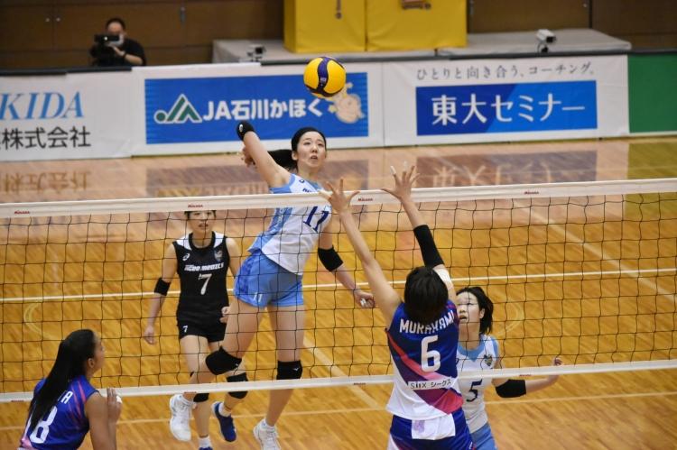 アタック、ブロックと活躍を見せた青柳京古選手