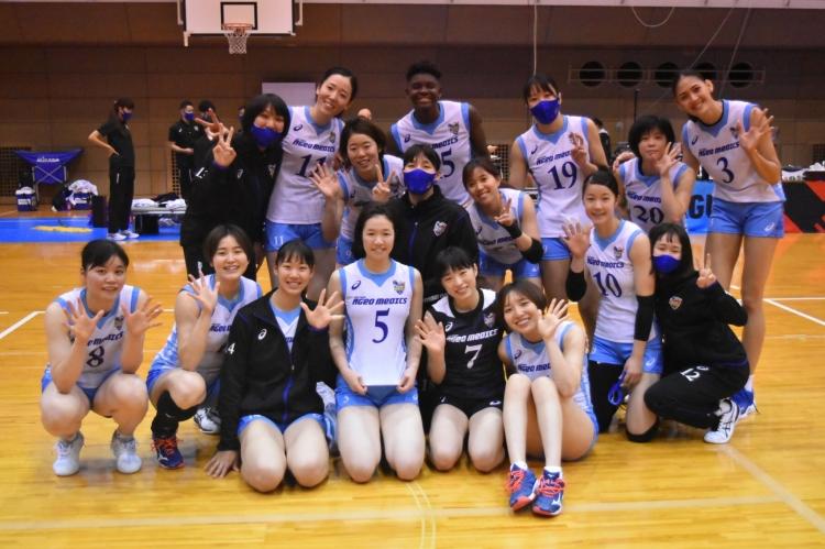 5勝目を挙げた埼玉上尾メディックスの選手たち