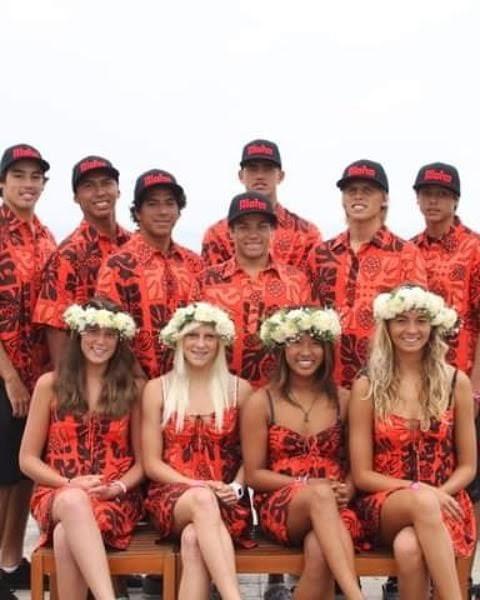 ジュニア時代はともにハワイ代表として出場したタティアナ(前方中央左)とマヒナ(前方中央右)