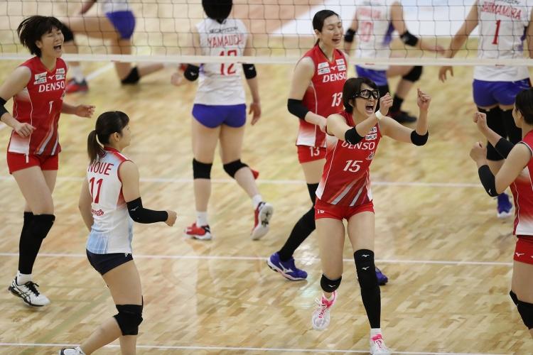 札幌での初めてのホームゲームをフルセットで勝利したデンソー(11月28日対NEC戦)
