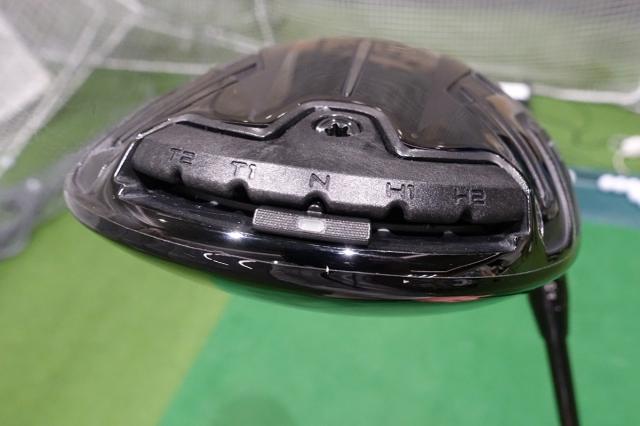 ソール最後部には弾道調整用の移動式ウェイトが搭載されている