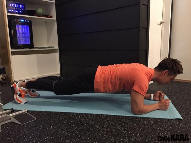 人気パーソナルトレーナーが教える自宅でできる超簡単トレーニング「全身をバランスよく引き締めたい!」