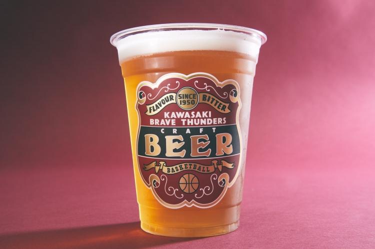 川崎ブレイブサンダースのオリジナルクラフトビールがレッドロケッツのホームゲームで飲める。休日はもちろん、平日ナイトゲームにはたまらない…