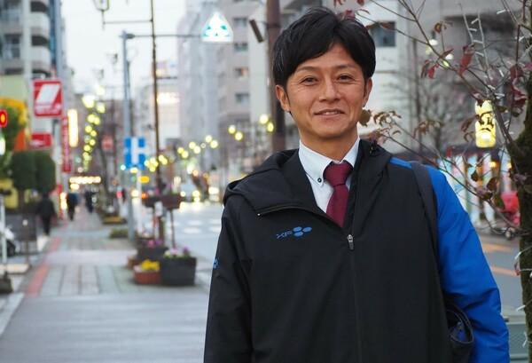 かつて武南高校のエースストライカーとして活躍した江原淳史はいま、埼玉県内の不動産会社に勤務している