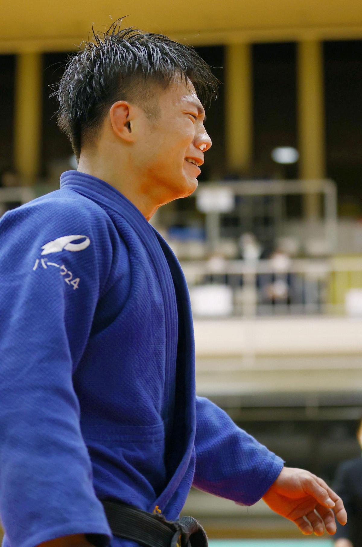 丸山を破り、東京五輪代表に内定した阿部。試合後、涙を流して勝利を喜んだ(代表撮影)