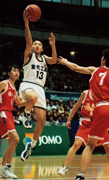 その後、NBAのコートに立つ田臥勇太が初めてウインターカップの決勝で戦ったのが福島工だった