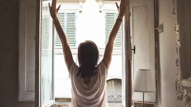 世界的な成功者から学ぶ、朝早く起きるメリットとは?