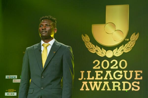 柏レイソルFWオルンガがアフリカ出身選手初のJリーグ最優秀選手賞を受賞。得点王とのダブル受賞に輝いた