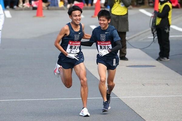 2区の区間保持者である東洋大・相澤(左)は、前年では4区で快走を見せていた