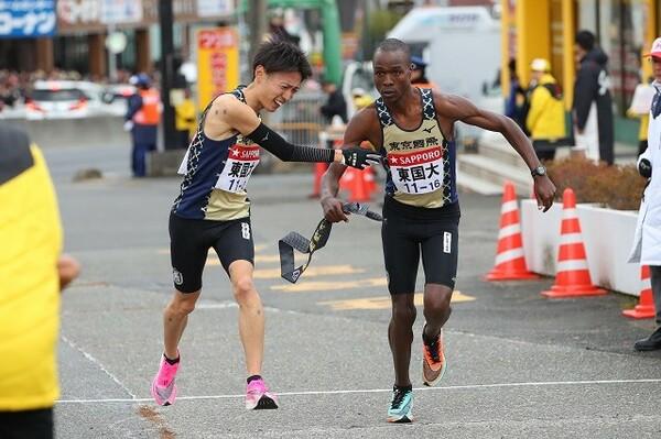 東京国際大・伊藤(左)は、先日の日本選手権でもライバル・相澤と死闘を繰り広げた