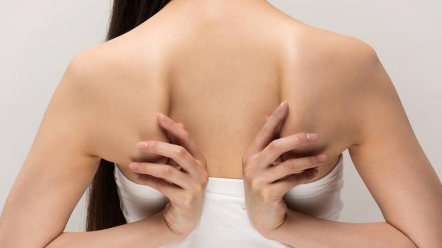 肩甲骨ちゃんと見えてる?埋もれた肩甲骨がよみがえる背中痩せ簡単エクササイズ2選