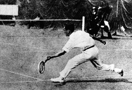 1920年アントワープ大会のテニス男子シングルで日本初のオリンピック・メダル(銀)を獲得した熊谷一弥