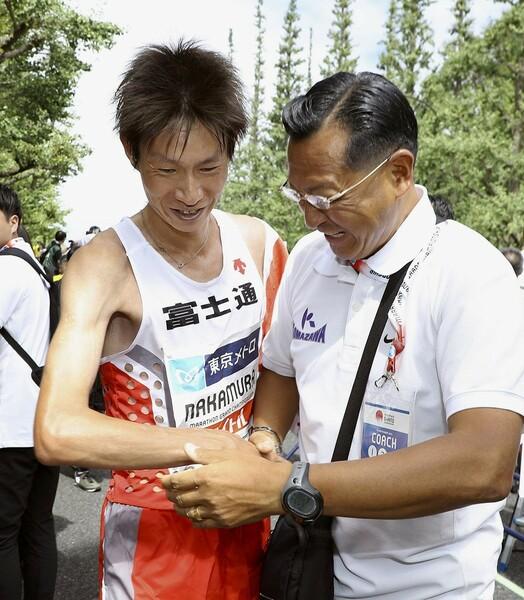 大八木監督は少しずつスタイルを変えながら、再び全盛期のような強さを取り戻そうとしている。左は駒澤大OBで東京五輪マラソン代表の中村匠吾