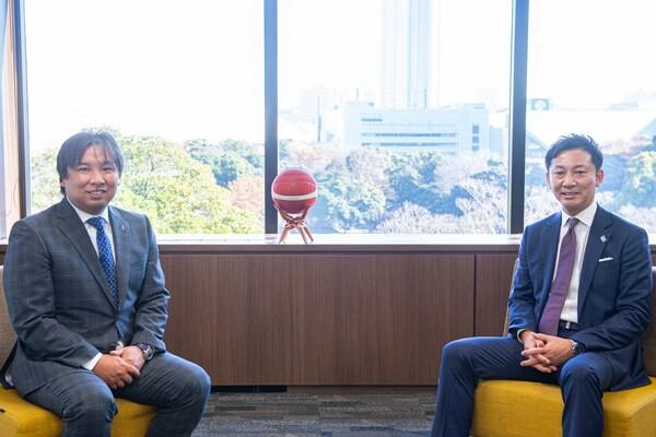 メディアに取り上げられることの重要性を語る里崎氏(左)に島田チェアマン(右)は強く共感していた