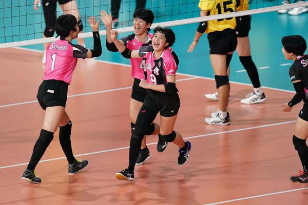 準々決勝で敗れたものの、「素晴らしいチーム」と迫田さんが絶賛した誠信。中でも弓削沙耶加(中央)のプレーが印象に残ったという